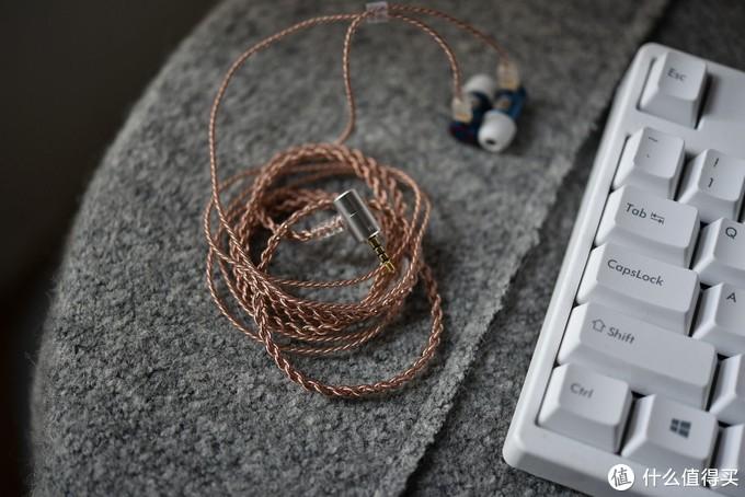 全球首款静电、动圈混和耳机 ?来自小厂铄耳的歌者开箱评测