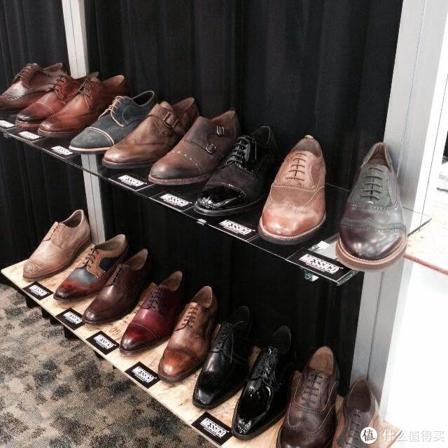街边商店里的Messico鞋