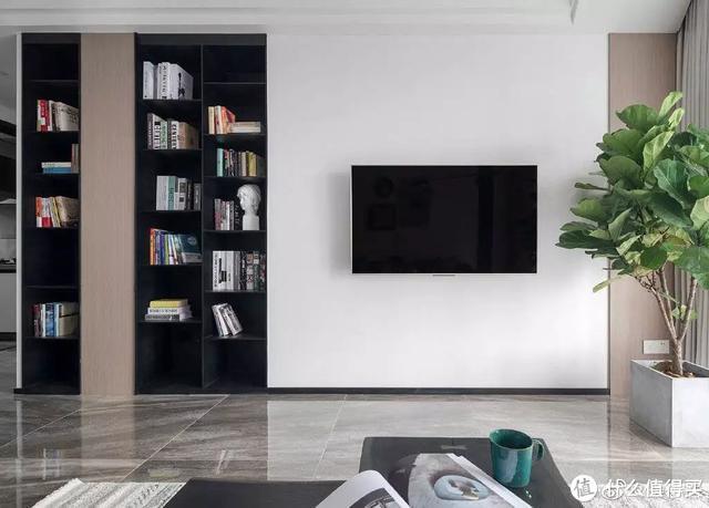 有钱人家只留半截的电视背景墙,家里真亮堂!