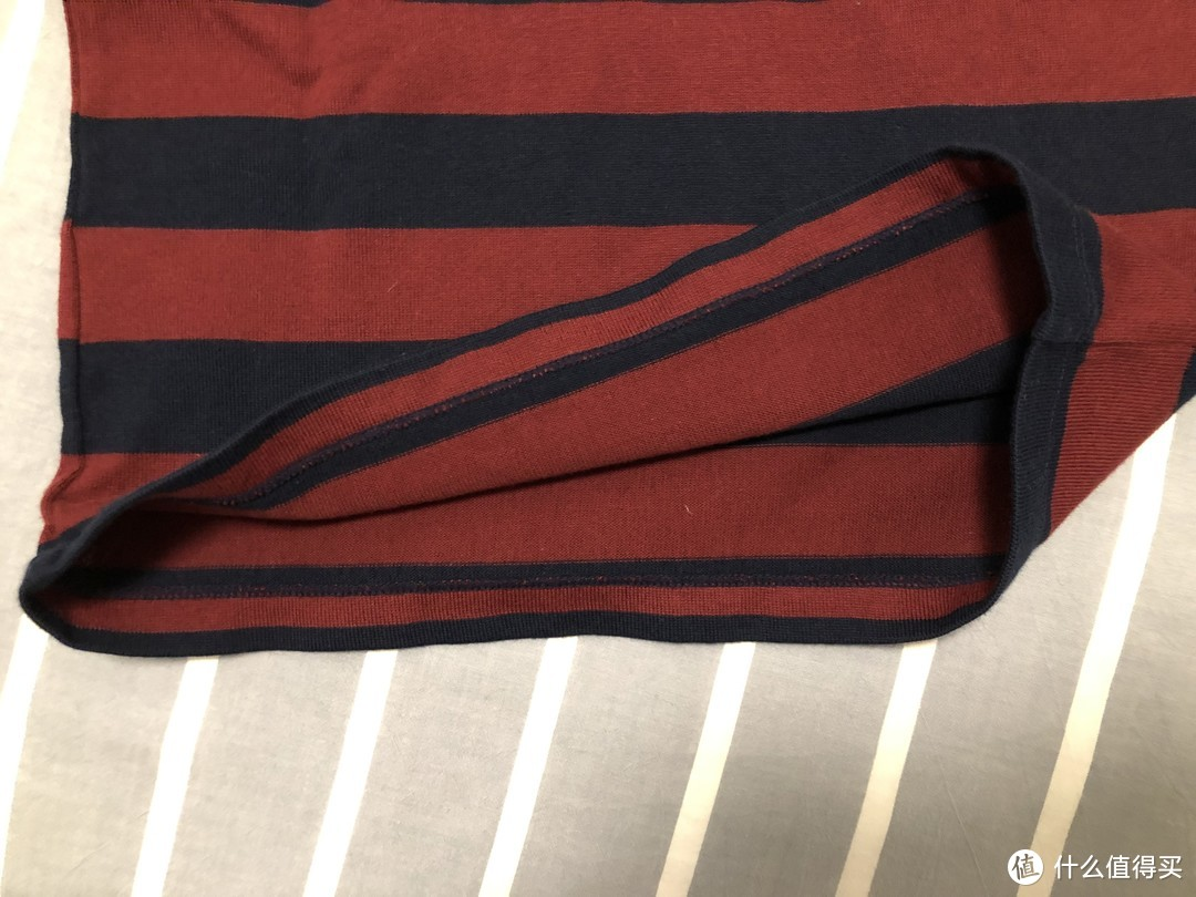 新春年货添新裳—优衣库长袖条纹圆领童装T恤(暗红色,尺码120)