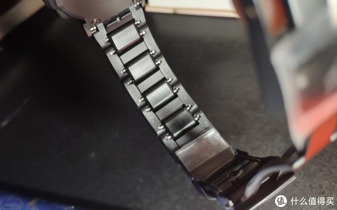这种表带很容易拆卸