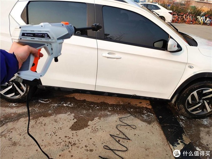 想去哪儿洗就去哪儿洗 绿田便携不接电洗车神器