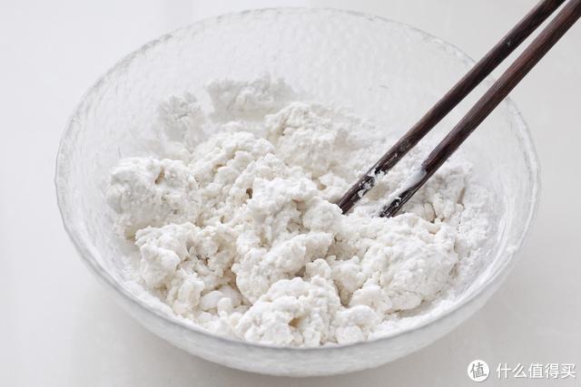 糯米粉加水搓成软糯的小丸子,冬天早上来一碗,暖胃驱寒倍儿滋补