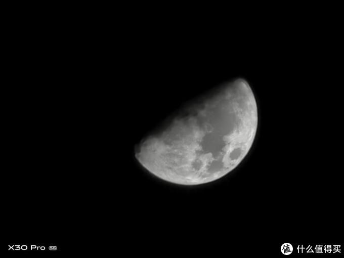 """""""超级月亮模式""""+60倍超级变焦拍摄的月亮"""