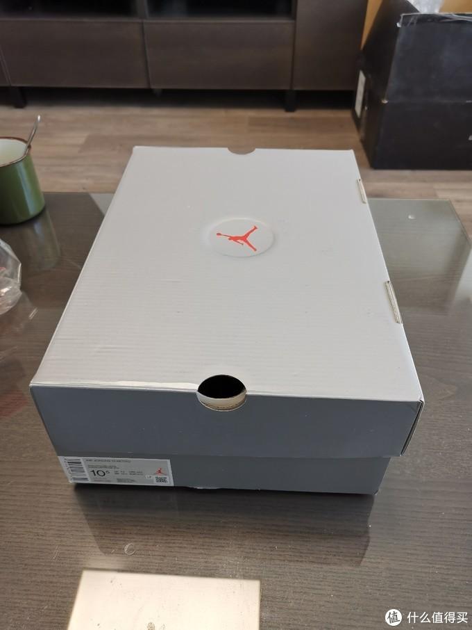 鞋盒 10. 5码 相当于国内44 现在也没人穿这种鞋打球了反倒是大码好买了