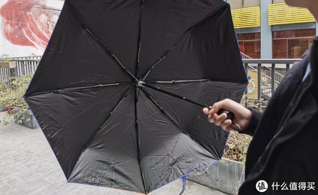 下雨天就湿身湿包?这把伞帮你告别雨天湿漉漉