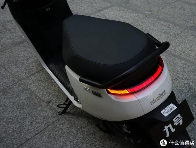 有曲线有智慧还有力量——九号E100电动摩托车众测报告