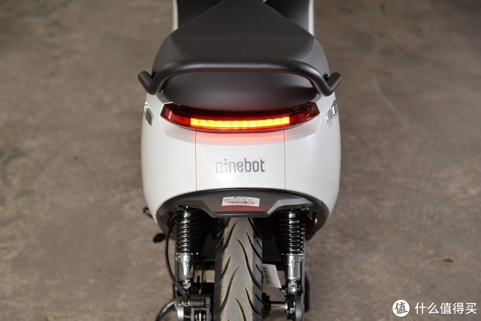 年轻人的第一台车,她值得拥有!九号电动摩托车E100评测