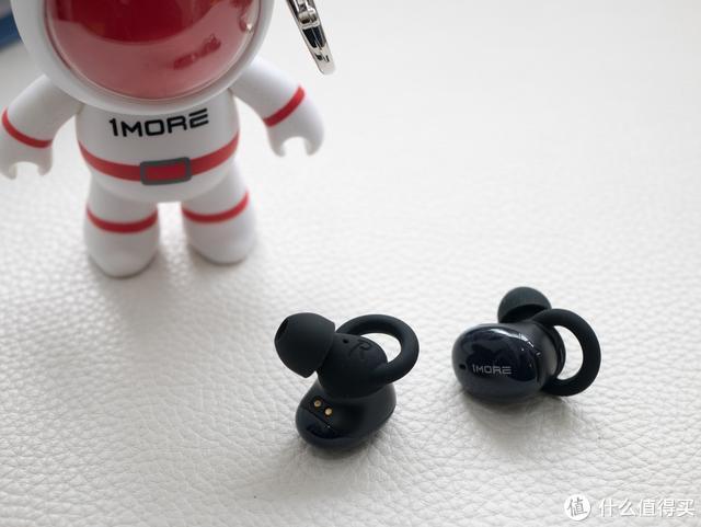周杰伦代言品牌,吴青峰专辑同名,1 MORE 太空人蓝牙耳机体验