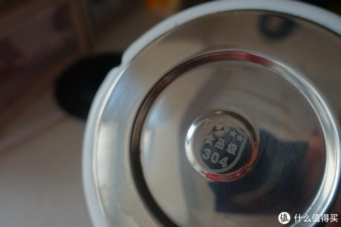 上盖内侧和底座发热盘都是食品级304不锈钢