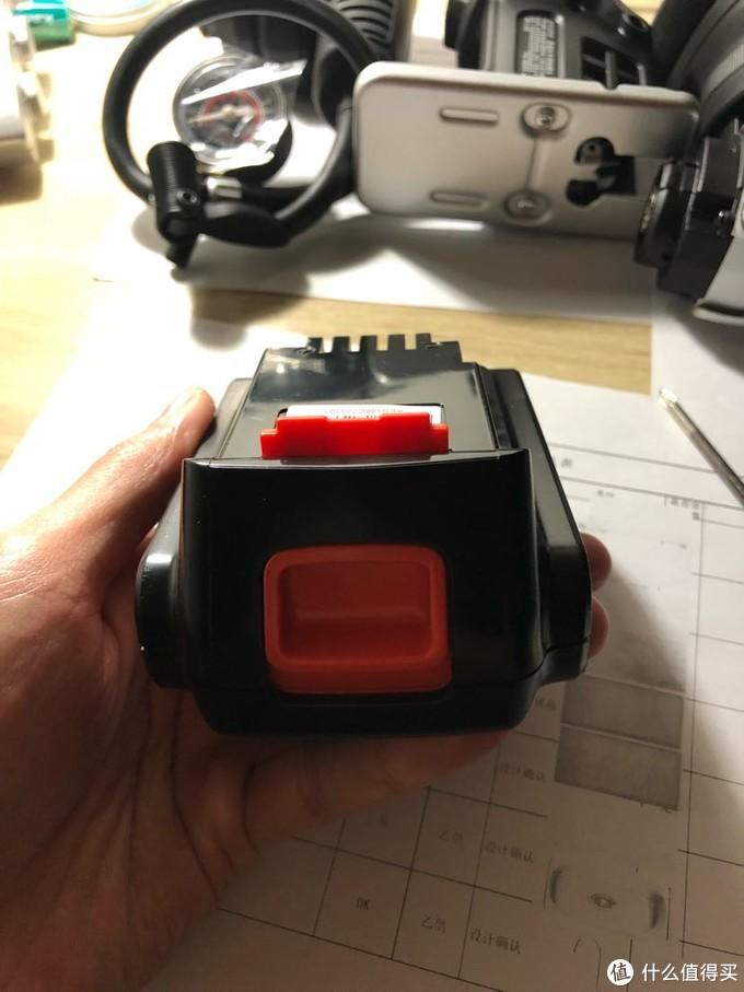 达文西之百得evo多功能钻开箱瞬间放弃保修拆解测评(2-电池,充电器)