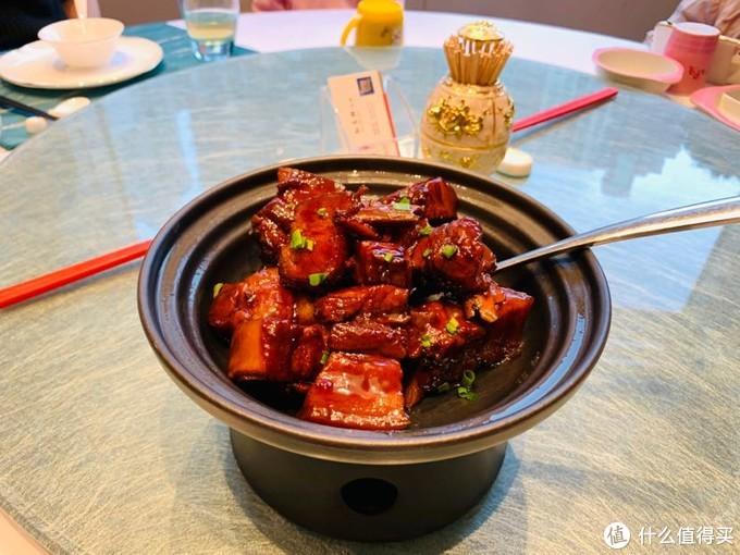 沪式红烧肉,很甜,每块都连着排骨