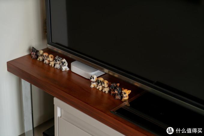 小米盒子3S也搬家到客厅,和2013年的老古董电视机搭伙过日子去了