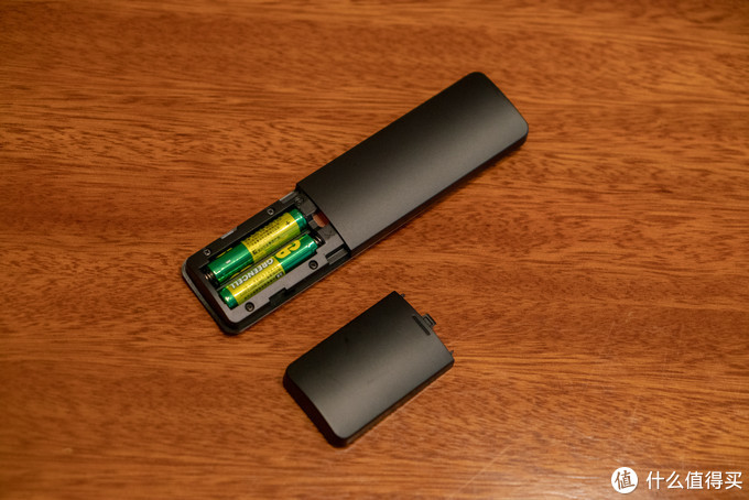 供电使用2节7号电池,所以手感重了一些