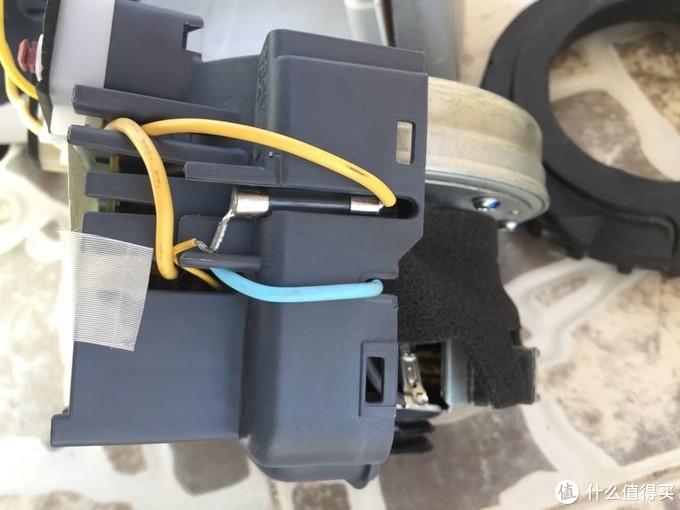 """电路有保险丝,大部分 """"坏掉""""主机,基本上只是烧了保险丝,用电烙铁就可以更换"""
