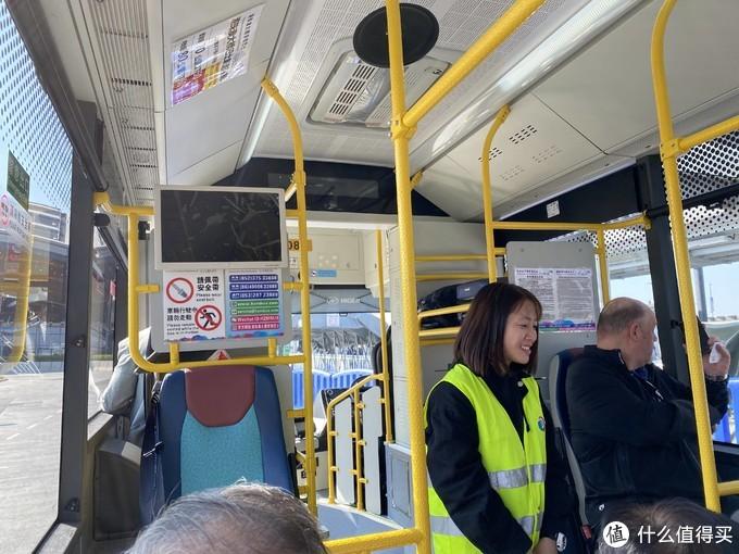 体验港珠澳大桥穿梭巴士
