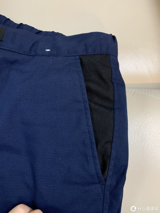 侧兜的异色设计