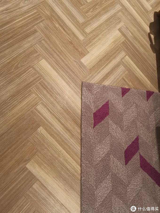 木地板地毯则为壮锦