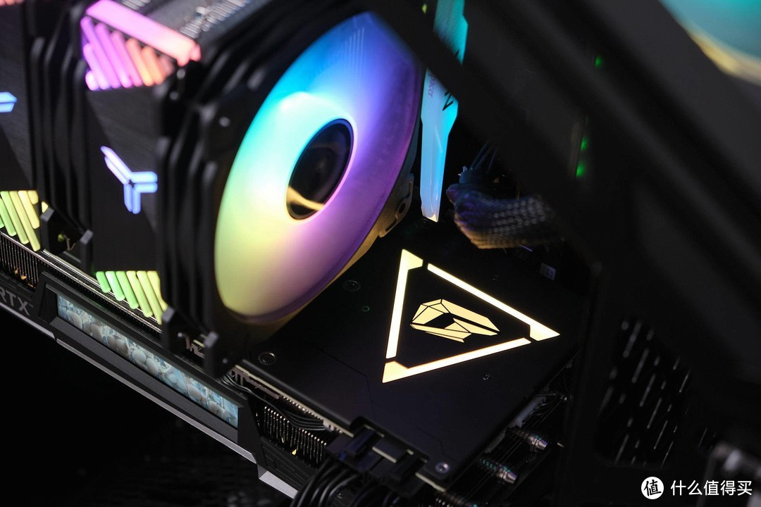 RGB不够看了,LCD才有内味:一次性能颜值两开花的欢乐装机