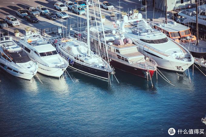 码头里的船