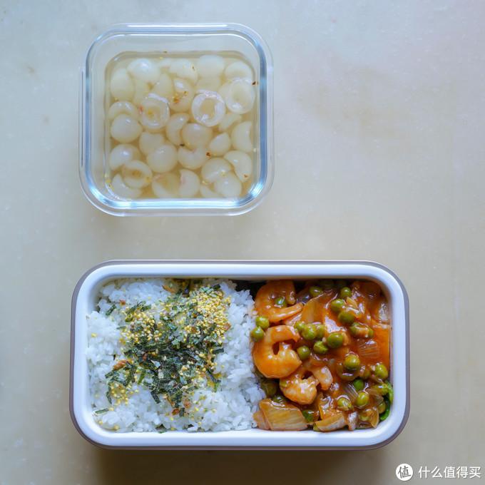 好的食材米饭比例搭配的构图可以使便当更有食欲,一打开饭盒盖子就让人有食欲。