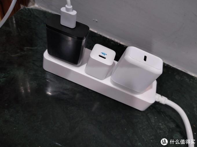 PD快充时代的小巧之选 - Anker 10000毫安双向PD快充移动电源
