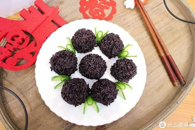 """年夜饭,这道""""紫气东来""""丸子,简单好做,鲜香软糯,宴客有面子"""