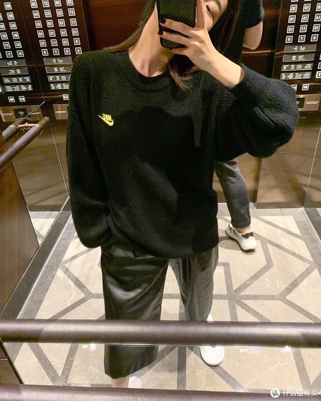 黑色耐克毛衣