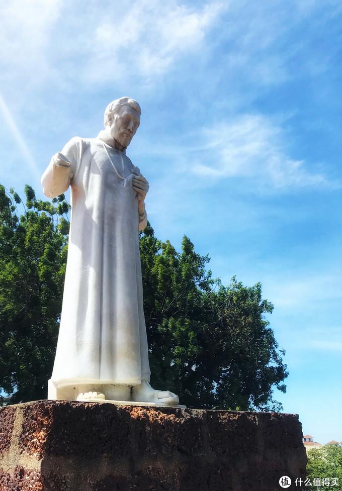 山顶上的雕像