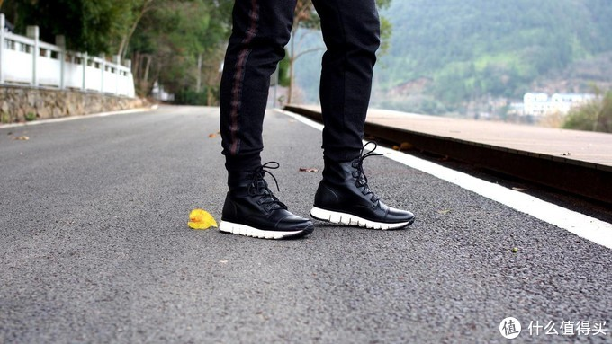 疯狂而和谐的混搭靴:Cole Haan Zerogrand Cap Toe Boot