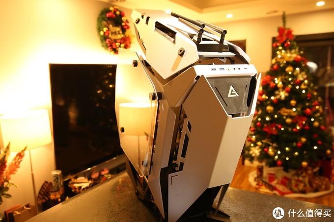 圣诞节的时候做好了主机 到货后要做的就是安装显卡了