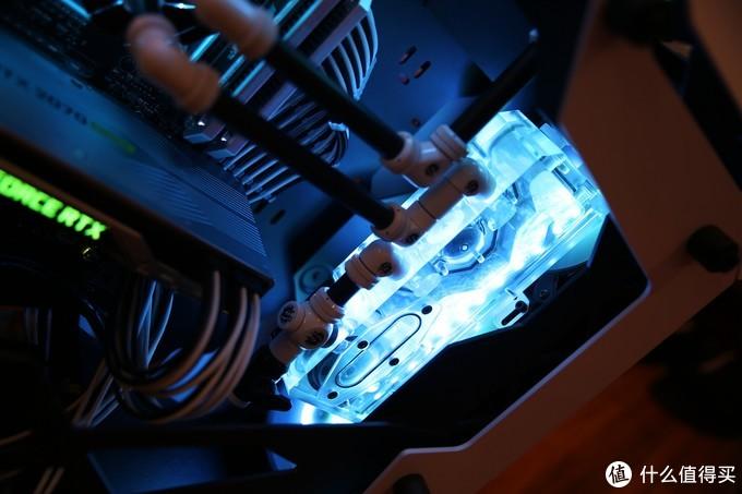 Bitspower的水箱也是非常有特色的