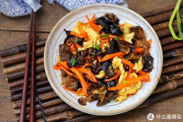 初一刚过家人都抱怨太油腻,随手做个素菜小炒,清爽开胃有益肠道