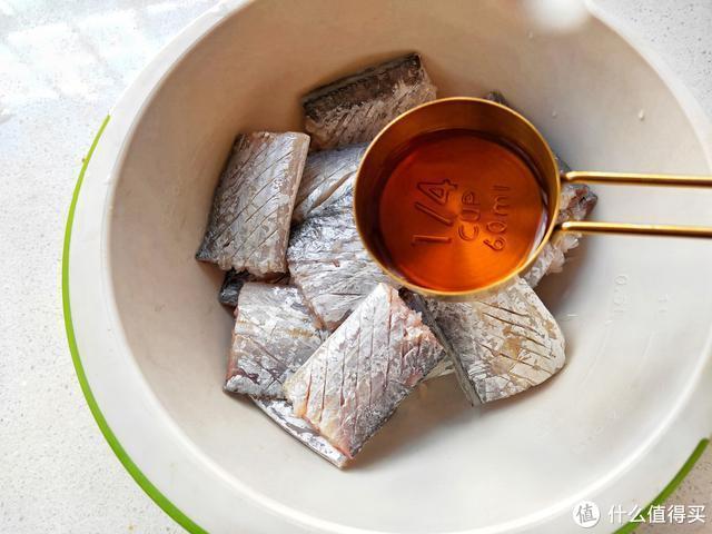 这鱼才6元一斤,简单一做,外酥里嫩,比肉还香,儿子最喜欢吃