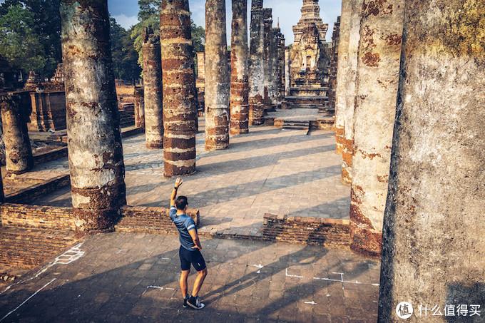 由于素可泰还是比较小众,以欧美游客居多,所以很容易拍出空无一人的景象。