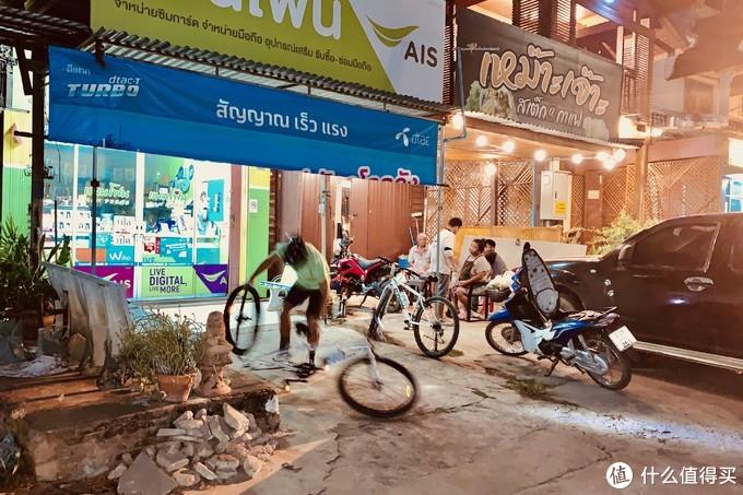 值得一提的是,路上遇到的所有泰国人,都是热心肠的大好人。