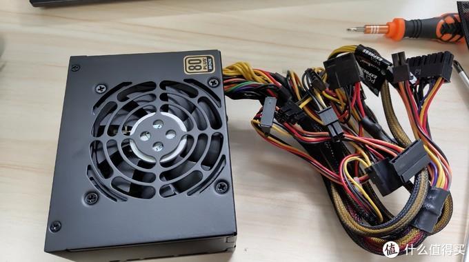 银欣450W SFX电源