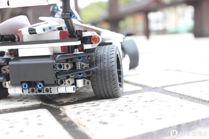 积木的乐趣在于拼的过程?不,拼完同样很好玩!小米公路赛车——年轻人的第一辆赛车!