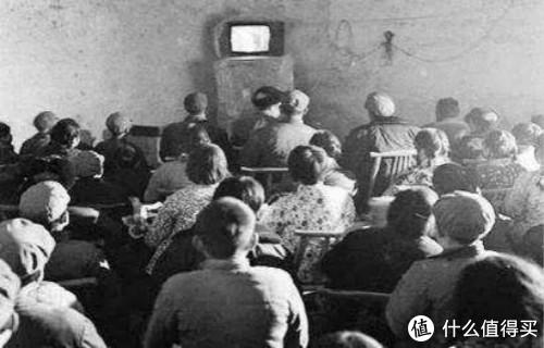 万人空巷看电视