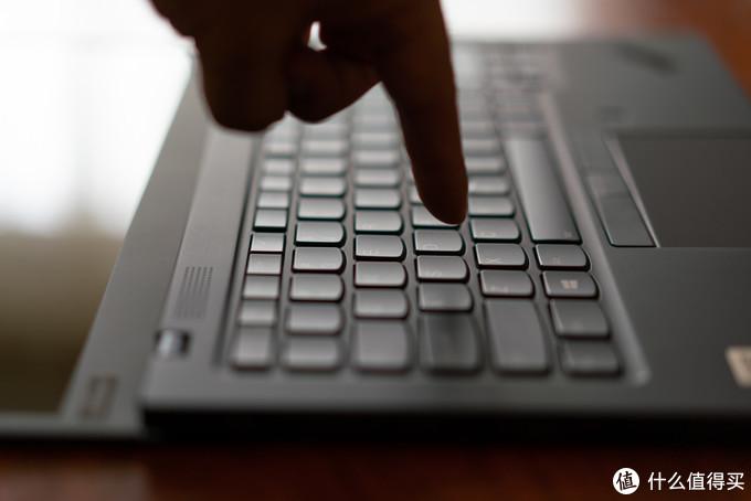 键盘看似很薄对不对?担心手感了没有?( ╯□╰ )