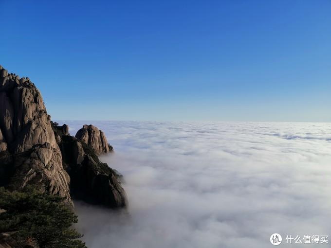 站在鳌鱼峰,环顾四周,360度,度度都是云海衬托下的美景。终于切身实际体验了一把西游记片头天上无边云海的场景,美不胜收。