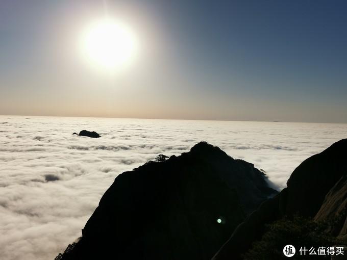 再来一张,远处一个外乡人叫不出名字的山头,在云海里时隐时现