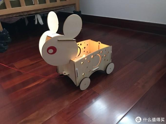 2020的新年只能宅在家里给孩子提前做兔子灯!