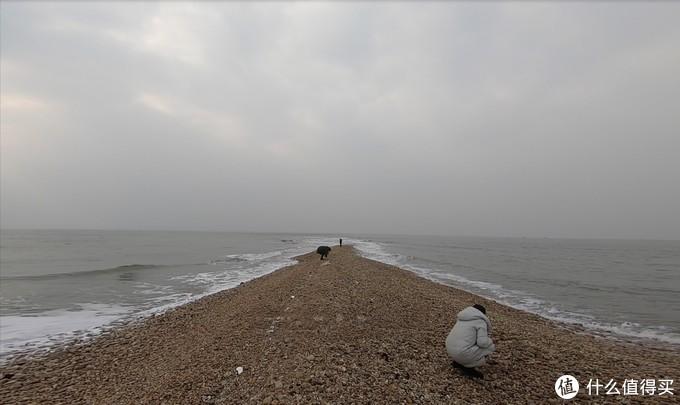 东边黄海的浪向西涌,西边渤海的浪向东奔
