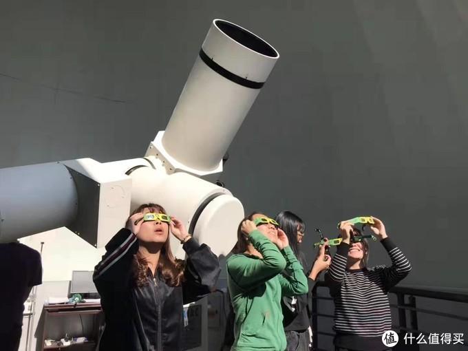 还有国内天文爱好者观摩的情形,很羡慕啊!图源网络
