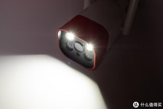 不管白天夜晚都让房子周围安防做到位:360智能摄像机红色警戒标准版