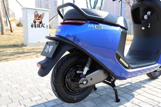 九号电动摩托车E100体验:高安全性大众化的短途通勤交通工具