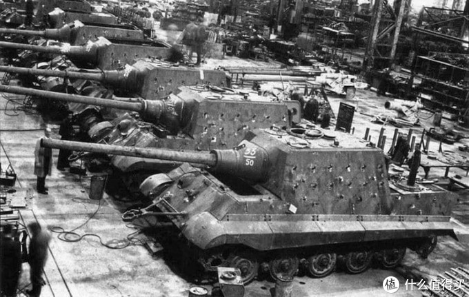 位于奥地利圣瓦伦丁的尼伯龙根工厂生产线上的猎虎。1945年1月