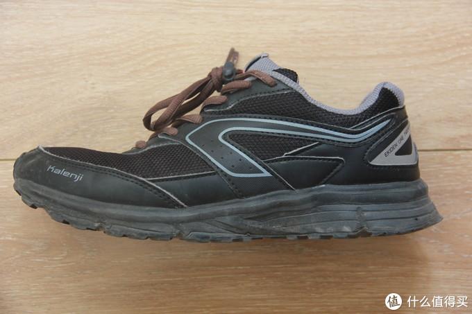 鞋带不是原装的,原装的是黑色的