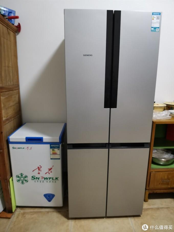 整机尺寸是715×752×1911,和旁边的小冰柜比,个头还是很大的